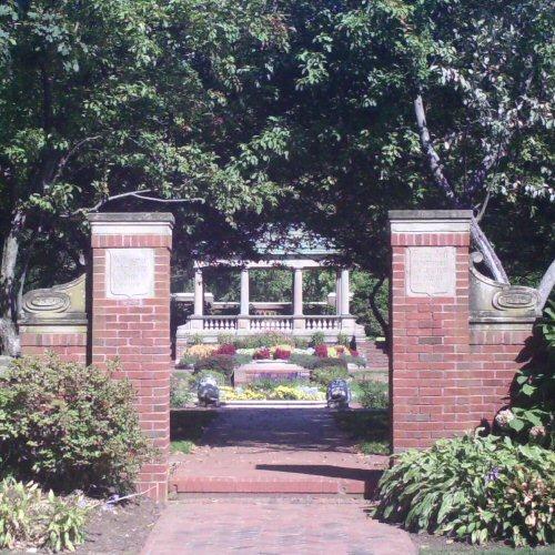 Entrance to Lynch Park Garden